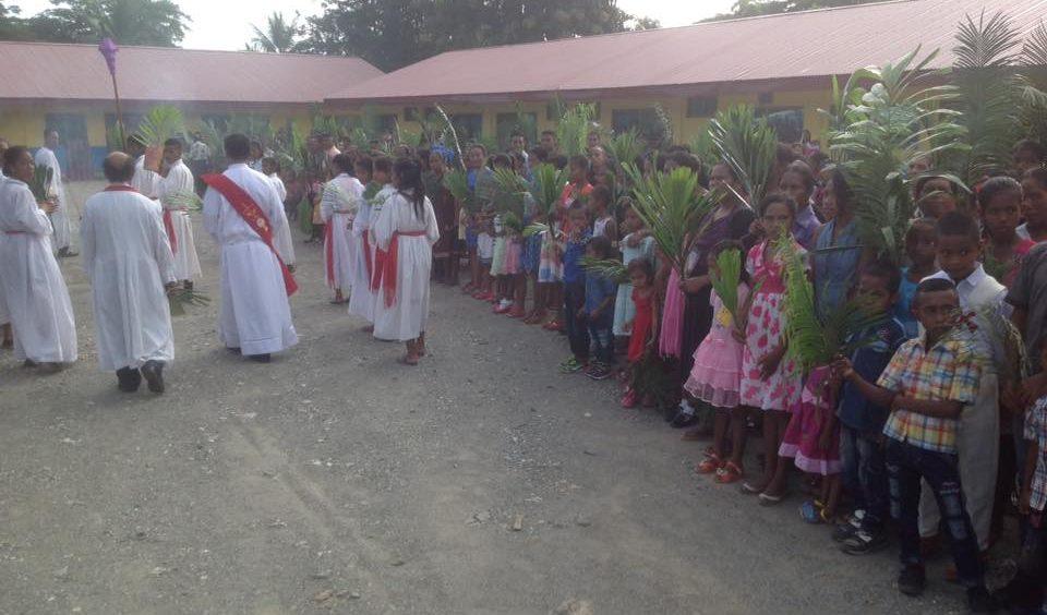 Dili – Domenica delle Palme a Timor Leste parrocchia di Metinaro villaggio della diocesi di Dili